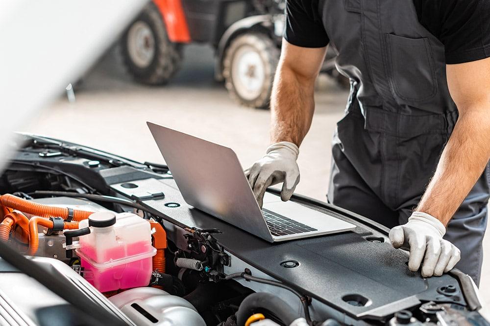 Mechanic using laptop near vehicle | Range Rover Sport specialist Falkirk, Alloa, Stirling