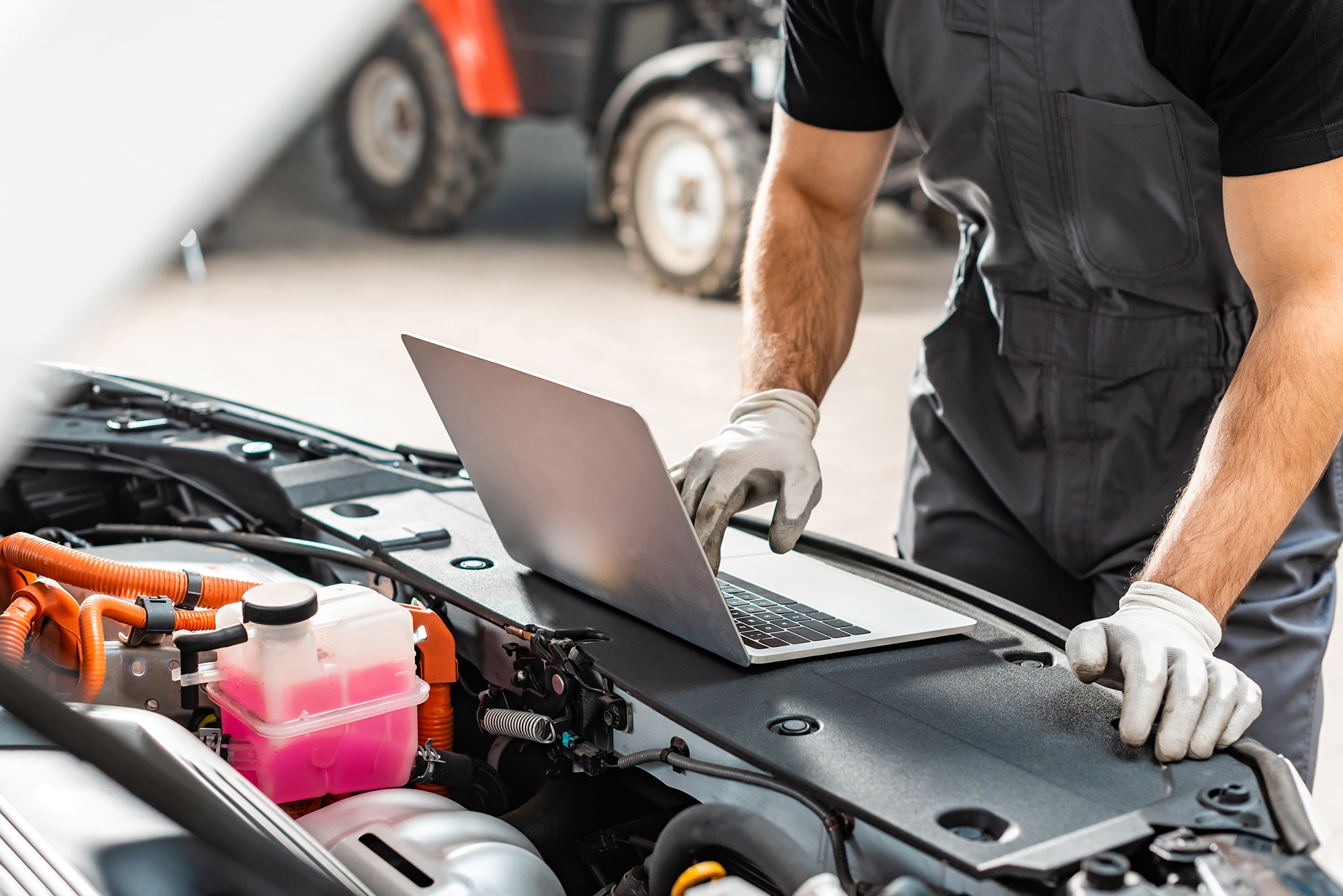 Mechanic working on a vehicle with laptop   Range Rover diagnostics Alloa, Stirling and Falkirk